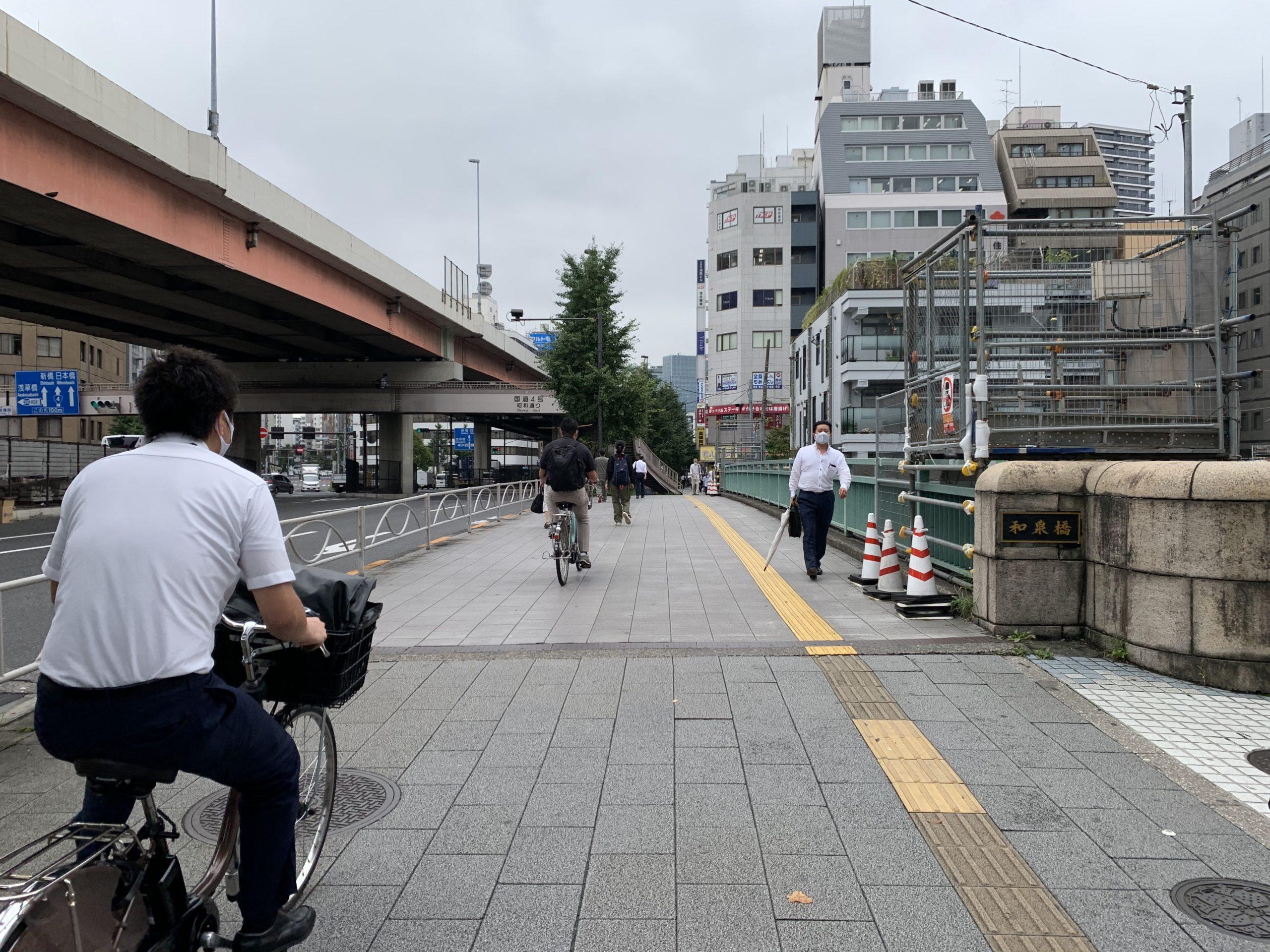 ⑦ 和泉橋を直進します