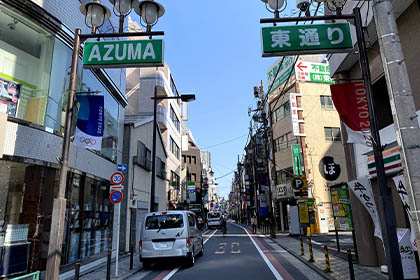⑨ 左手に東通り入り口が見えてきたら左に曲がり東通りを直進します