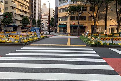 ⑤ ドトール方面に横断歩道を直進します