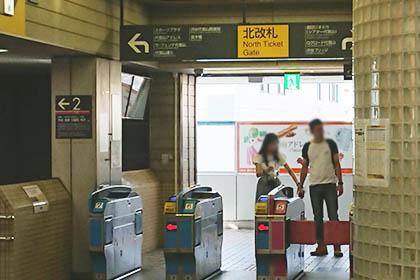① 代官山駅北改札を出て左に曲がります
